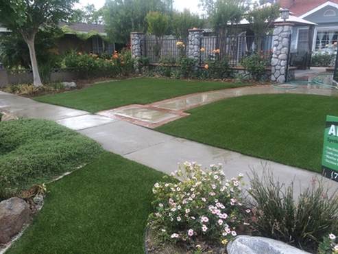 A picture of artificial turf on either side of a front walkway, Whittier CA